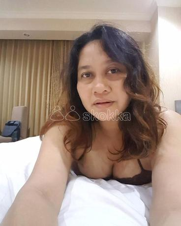 a-horny-divorcee-eager-to-get-her-pussy-sucked-big-0
