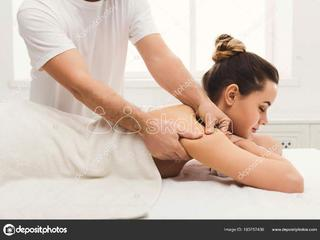 Hi myself Arun I do doorstep massage for Females for free
