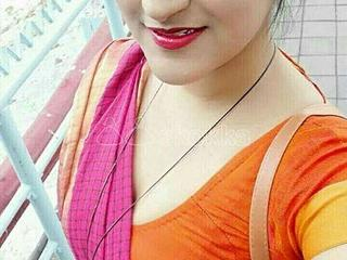 WORKING LADY SEEKING FOR A LOVING GUY FOR A LONG TERM RELATION