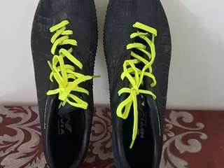 Football shoes no used