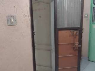 With lift and floor tin sad